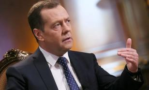 Медведев призывает единороссов общаться в реальности