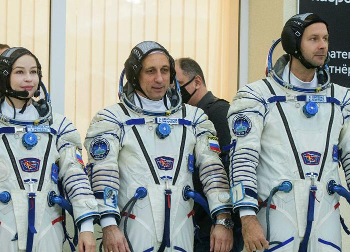 """""""Роскосмос"""" запустит к МКС первый в мире киноэкипаж"""