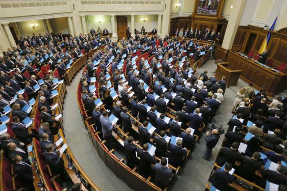 Зеленский лишил депутатов неприкосновенности – что за этим последует