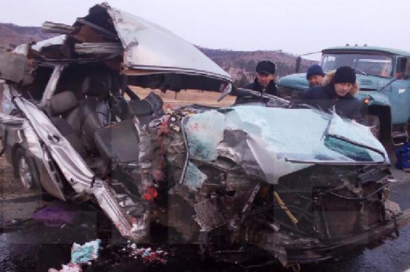 В Забайкалье в ДТП с двумя грузовиками и микроавтобусом погибли люди