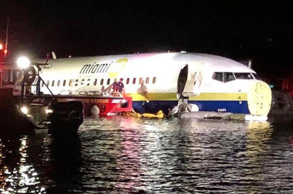 Власти США расследуют падение Boeing 737 в реку в штате Флорида