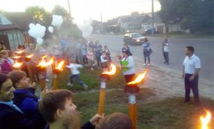 Брянские школьники провели факельное шествие против фашистов