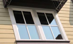 Девушка выпрыгнула из окна из-за издевательств отчима