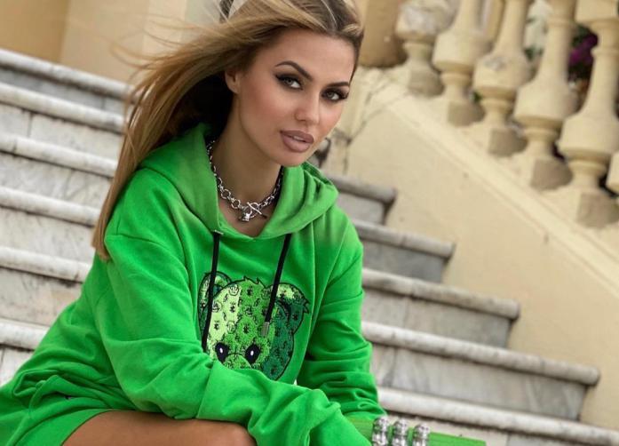 Викторию Боню задержали в парижском аэропорту