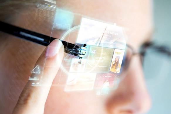 Ученые завершат тесты очков с функцией распознавания лиц в 2019 году