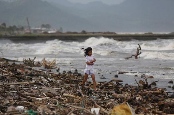 47 человек погибли от тайфуна, обрушившегося на Филиппины на Рождество