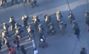 "Нацгвардейцы в США станцевали ""Макарену"" с протестующими"