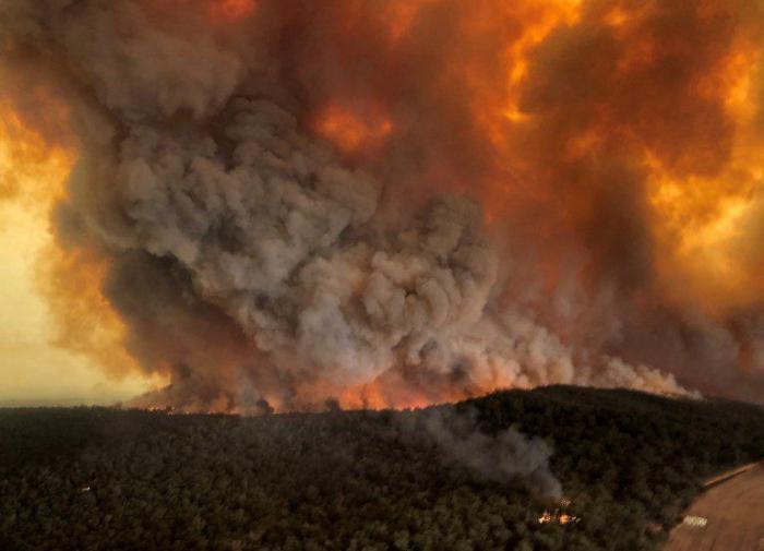 Лесные пожары бушуют вокруг Иерусалима, власти подозревают поджог