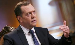 """Медведев процитировал Чехова и назвал Новый год """"чепухой"""""""