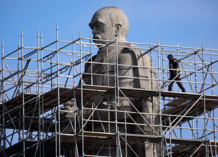 """Статую фон Бисмарка в Гамбурге отреставрируют """"из-за колониальных грехов"""""""