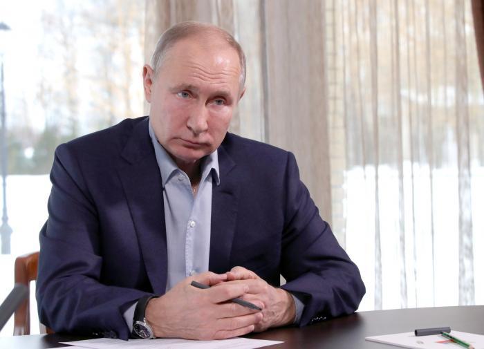 Путин заявил о десятках людей с COVID-19 в его окружении