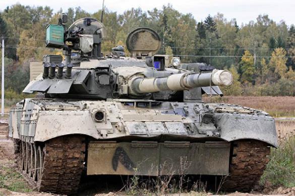 На учениях в ЗВО военные показали огневую мощь танка Т-80
