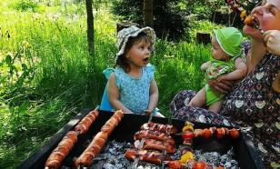Диетолог рассказала о вредных продуктах в летнее время