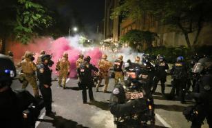 80-я ночь беспорядков в Портленде: полицию забросали камнями