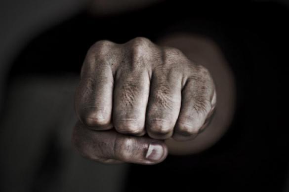 Подростки избили прохожего и взорвали у него в руках петарду