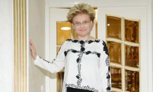Малышева пришла на концерт Бабкиной в медицинском пластиковом щитке