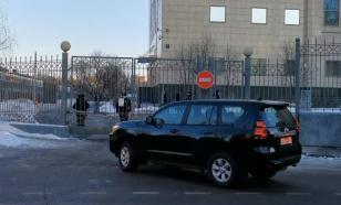 К суду, где рассматривается дело Навального, прибыли авто дипломатов