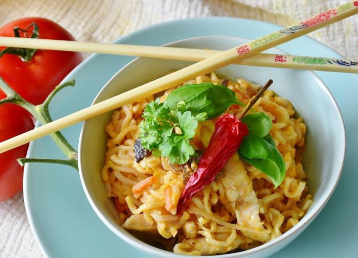 Чем опасна еда быстрого приготовления?