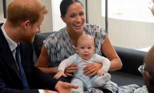 Сын принца Гарри и Меган Маркл начал делать первые шаги