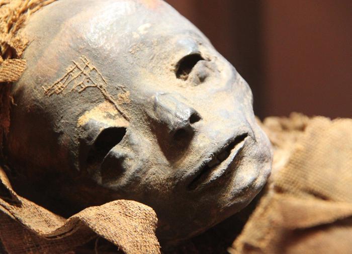 Историки смогли увидеть лицо 1700-летней мумии