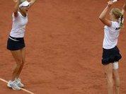 Макарова и Веснина стали победительницами Roland Garros в парном разряде