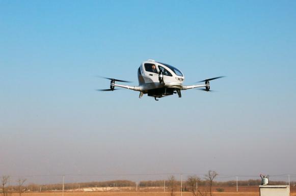 Первый человек поднялся в воздух на летающем такси