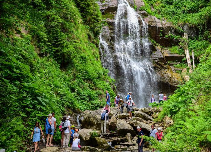 На Розе Хутор для туристов открылся парк водопадов Менделиха
