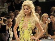 Пэрис Хилтон оголила грудь на модном показе в Киеве