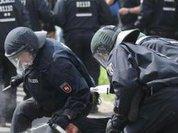 В схватке между протестантами и католиками в Ирландии были ранены 26 полицейских