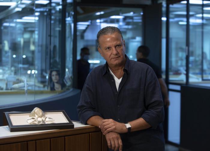 Израильский ювелир изготовил золотую COVID-маску стоимостью $ 1,5 млн