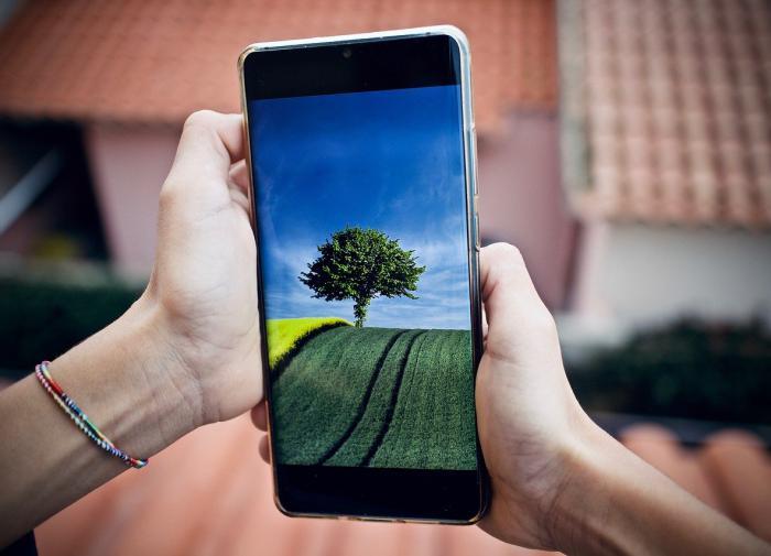 Эксперт назвал причины взрывов смартфонов в руках