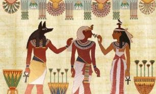 В Египте обнаружили плиты с изображениями богов и царей