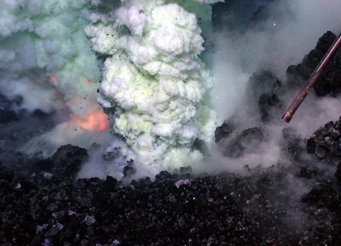 Геологи впервые измерили силу извержения подводного вулкана