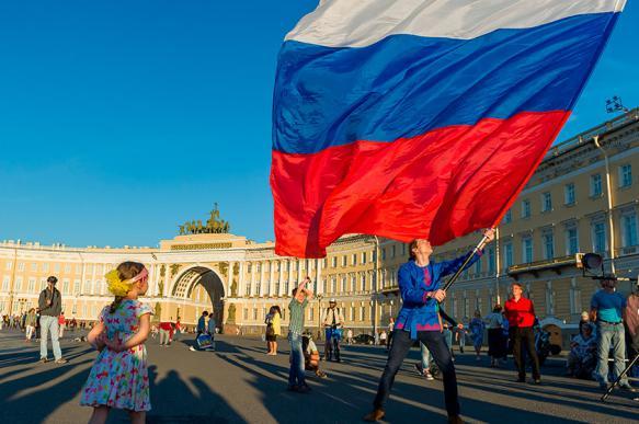 Россия в июне: отмена роуминга, беплатные таксофоны и другие изменения