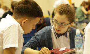 """""""Платить налоги регулярно"""": школьникам изложили Конституцию РФ в стихах"""