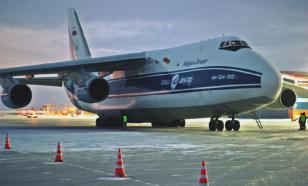 """В Новосибирске самолёт Ан-124 """"Руслан"""" выкатился за пределы ВПП"""