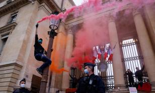 Цепи,факелы и жаровни: протест против закона о климате в Париже
