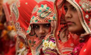 В Индии отец спустил свадебный бюджет дочери на дома для бездомных