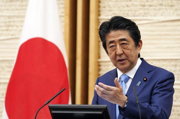 """Абэ: Японии удалось избежать """"взрывного"""" распространения коронавируса"""