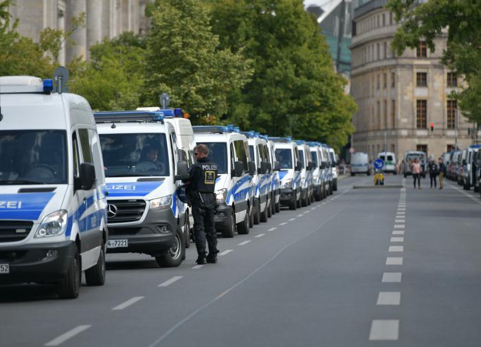 """Европу """"косит"""" коронавирус: в Германии и Франции готовы к карантину"""