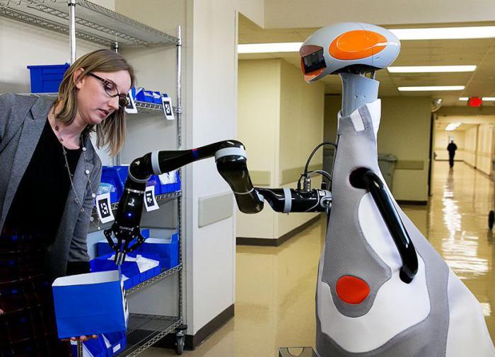 В больницах Эстонии общение с пациентами доверят роботам