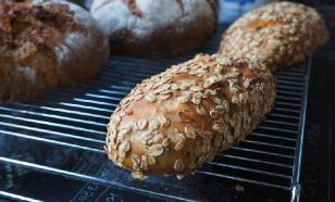 Эксперты предостерегли от употребления хлеба даже со срезанной плесенью