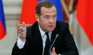 Медведев призвал разработать правила для работы беспилотного транспорта