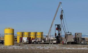 Падение цен на нефть может привести к девальвации в России - эксперт