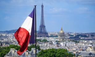 В Париже вооружённый мужчина угрожал полицейским