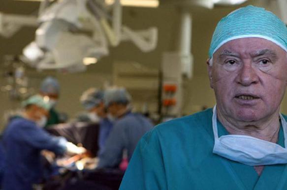 Легендарный кардиохирург Бокерия продолжит оперировать