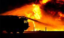 Перевернувшийся на трассе бензовоз убил больше 140 человек