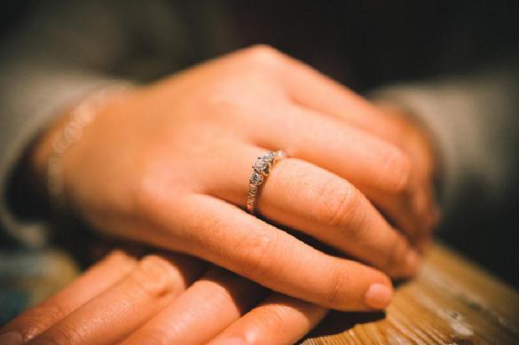 """""""Брак по-новосибирски"""": девушка воткнула нож в парня и стала его невестой"""