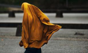 Соперницы помогли иорданской футболистке поправить хиджаб