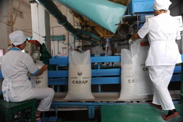 Избыточные запасы сахара могут остановить заводы в России